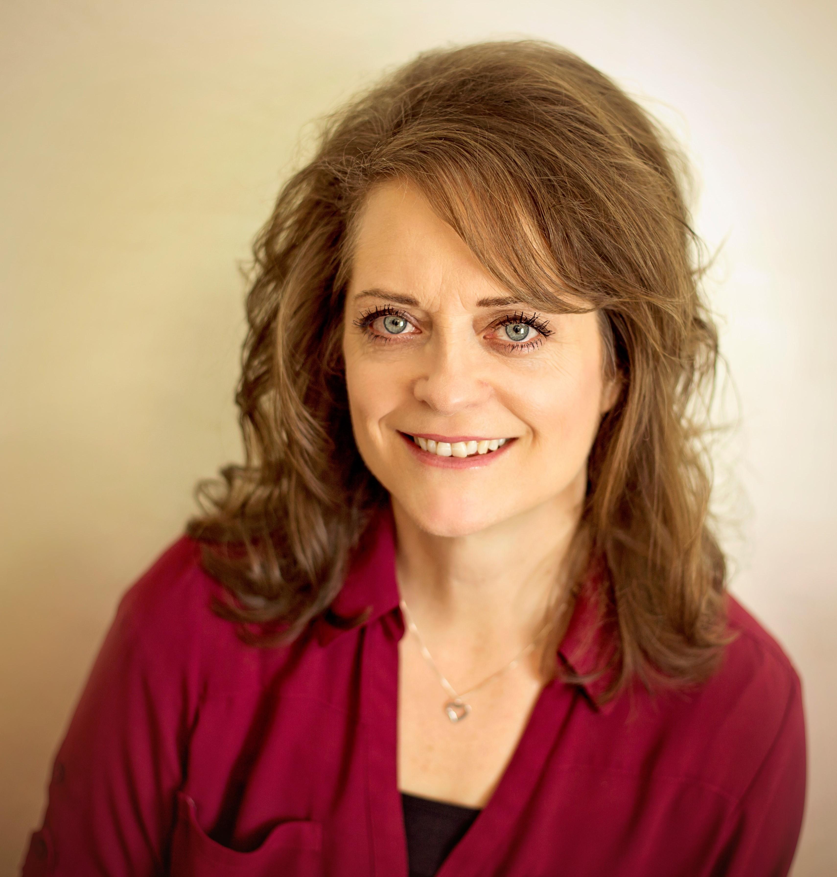 Lisa Stokes, AG
